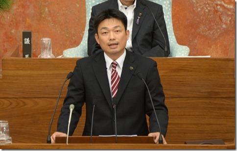 2015年6月23日本会議代表質問井坂議員3