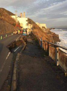 2017年野比海岸の県道崩落写真1